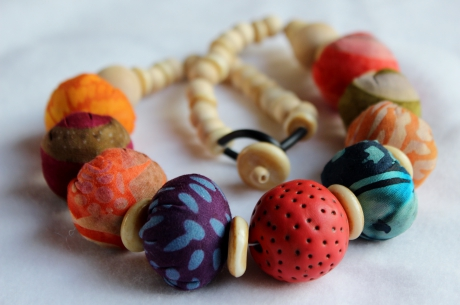 fimo, collier, necklace, perles, beads, tissu, fabrics, bois, polymer clay