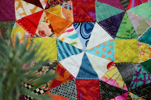 quilt, quilting, kaffe fassett, value quilt, triangle, carré, kaléidoscope, patchwork, brandon mably