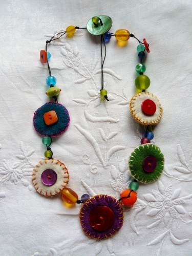 laine, wool, perles de verre, beads, glass work, collier, necklace