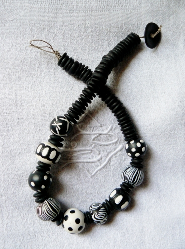 fimo, polymer clay, noir, blanc, collier, necklace, black, white ,perles, beads
