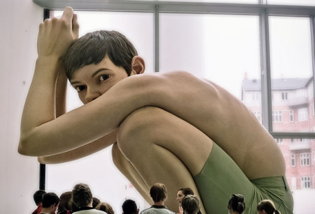 ron-mueck-hyperrealistic-sculptures-10.jpg