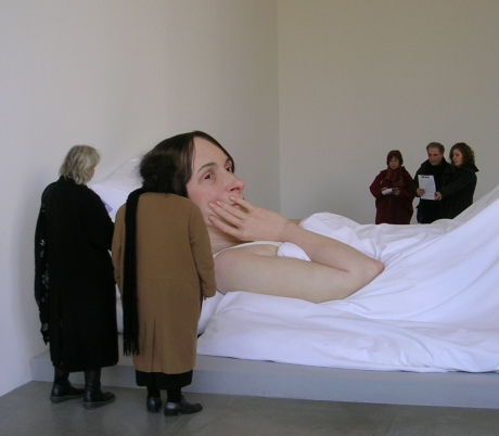 ron-mueck-in-bed-2005-2.jpg